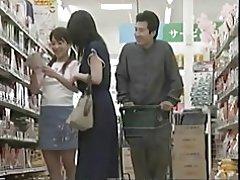 Liderlige mor kan & t modstå en fuck i supermarkedet