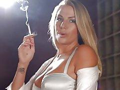Danielle maye kæde rygning
