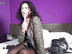 Naughty hollandsk mor med store Hymen stikke en vibrator op