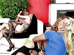Perfekt lesbisk Gruppesex med moms og unge piger