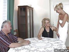 Perverteret gamle forældre fuck blondine pige