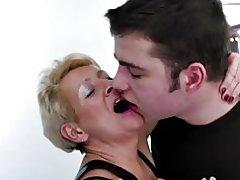 Mor fangster ikke sin søn og fucks ham