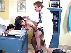 Meximilf Gitte quinteros sutter knepper hendes læge!