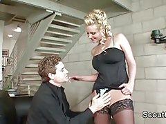 Sexy tysk mor milf blive kneppet af big dick og cum i fisse