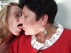 Sjov film liderlige bedstemor lesbiske
