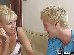 Hans søde blonde pige involveret i tabu 3nogle