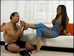 Christina aguchi asiatiske dominatrix får fødder og butt licked