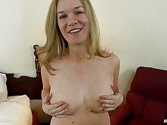 Tyk amatør milf med naturlige bryster gør anal porno