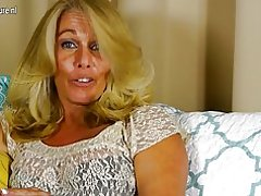 Hot american husmor leger med hendes glatbarberet fisse