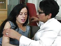 Datter knepper ældre lesbisk ikke sin mor