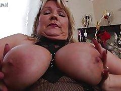 Sexet busty mor har brug for en god fuck