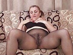 Amatør mor med stor røv og behårede kusse