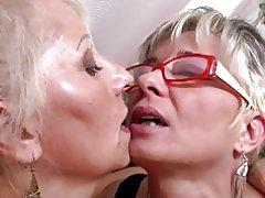 Perfekt modne mødre på lesbisk trekløver
