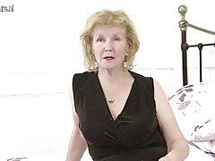Horny britiske husmor leger med hendes fisse