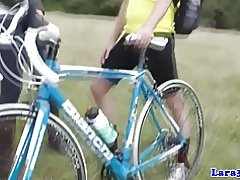 British modne i strømper opfanger cyklist til fuck