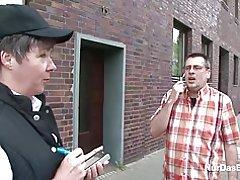 49yr gamle tyske behårede milf forføre til at kneppe udendørs